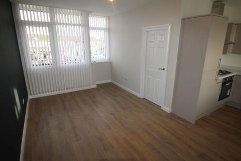 2 bedroom apartment to rent - Central Square, Maghull