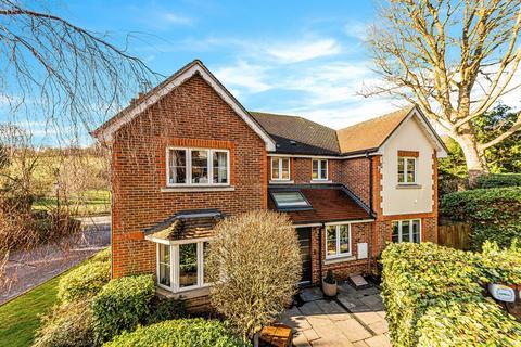 5 bedroom detached house for sale - Dene Close, Outwood Lane, Chipstead, CR5