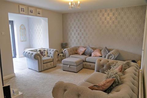 3 bedroom semi-detached house for sale - St. Margarets Close, Calne