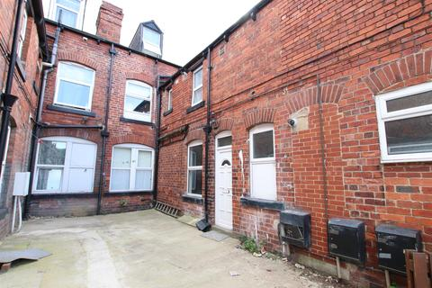2 bedroom apartment to rent - Kirkstall Lane, Leeds
