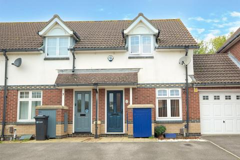 2 bedroom terraced house to rent - Valiant Gardens, Hilsea, Portsmouth, Hampshire, PO2