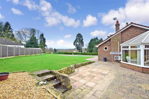 4 bedroom detached bungalow for sale - Priory Close, East Farleigh, Maidstone, Kent