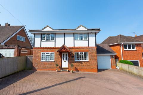 4 bedroom detached house for sale - Larch Avenue, Wokingham
