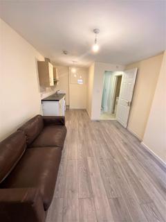 Studio to rent - Falcon Crescent, Enfield  EN3