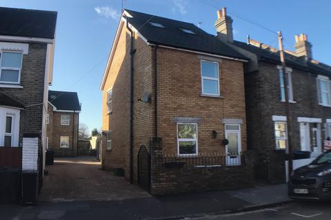 3 bedroom detached house to rent - Mayo Road, Croydon CR0