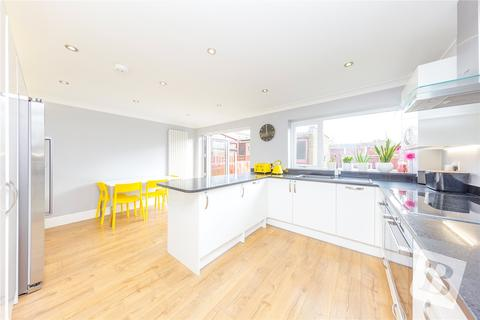 4 bedroom semi-detached house for sale - Upper Rainham Road, Hornchurch, RM12