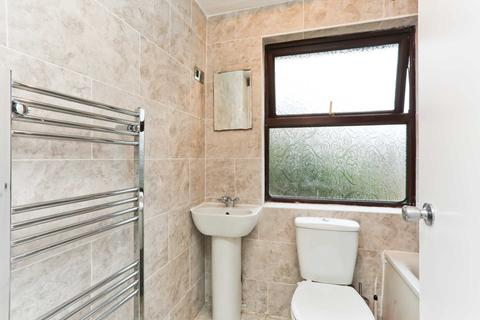 3 bedroom house to rent - Edmeston Close, London
