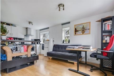 Studio to rent - Garrick Drive, London, SE28