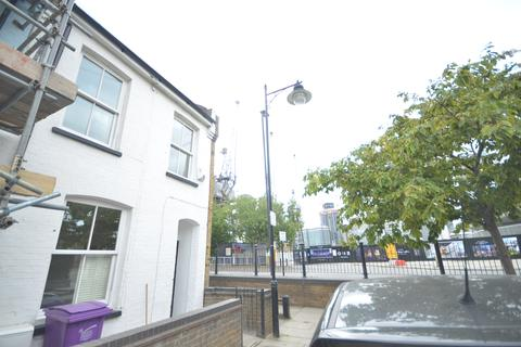 1 bedroom house share to rent - Coldharbour, London  E14