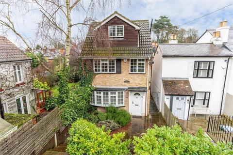 4 bedroom detached house for sale - Heath Road, WEYBRIDGE, Surrey