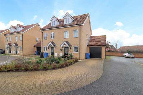 3 bedroom semi-detached house for sale - Mary Clarke Close, Hadleigh, Ipswich, Suffolk, IP7 6FD