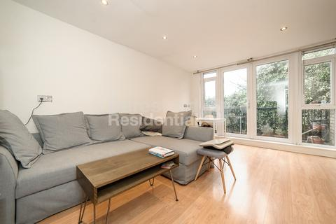 1 bedroom flat for sale - Bowater Close, Brixton, SW2