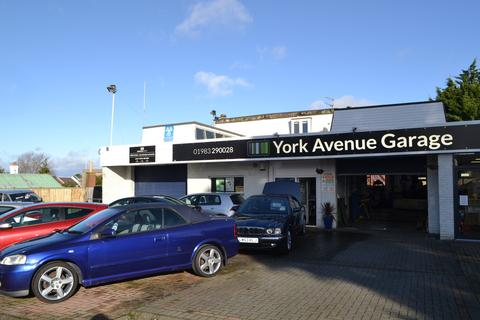 Garage to rent - York Avenue, East Cowes