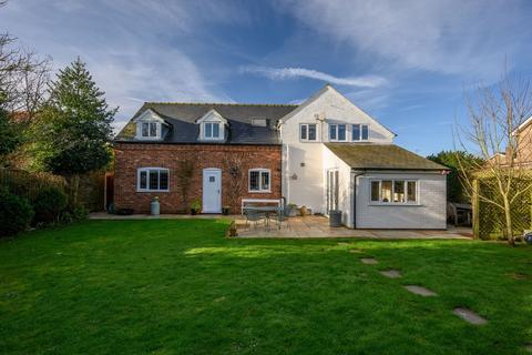 6 bedroom detached house for sale - Church Lane, South Wootton