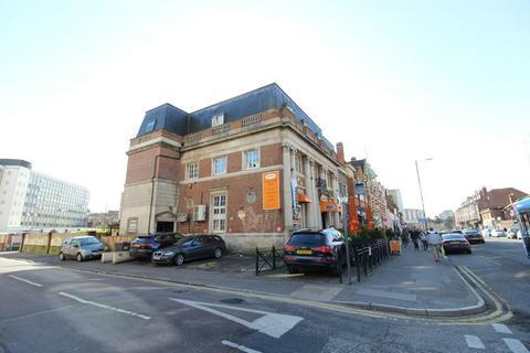 2 bedroom flat to rent - Holdenhurst Rd, Bournemouth,