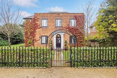 5 bedroom detached house for sale - Norton Garth, Gidea Close, Gidea Park