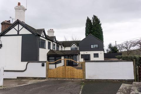 8 bedroom cottage for sale - Tittensor Road, Stoke-On-Trent