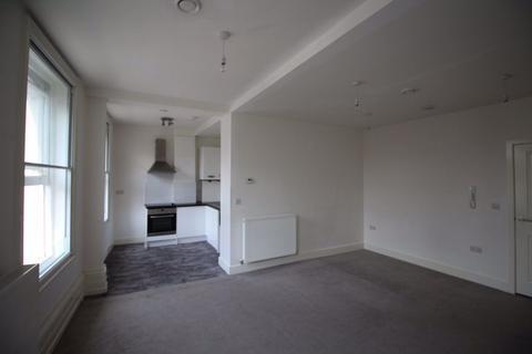 Studio to rent - High Street - Ref: P0974