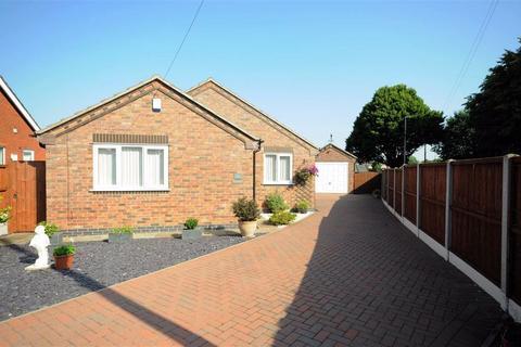 2 bedroom detached bungalow for sale - Hill Crescent, Walton, Stone