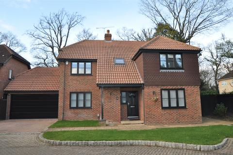5 bedroom detached house to rent - Napier Drive, Camberley