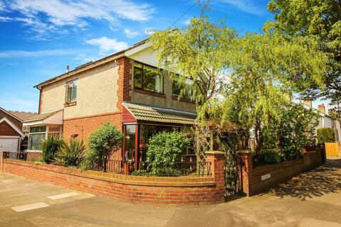 3 bedroom detached house for sale - Uplands, Whitley Bay