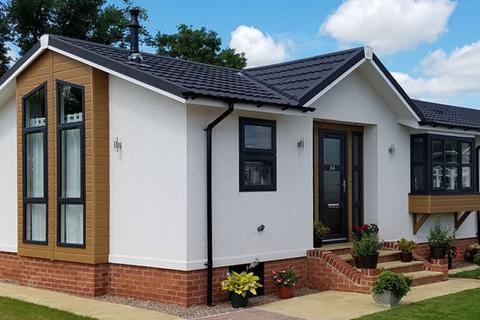 2 bedroom lodge for sale - Spill Land Farm Country Park, Kent