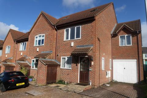 4 bedroom end of terrace house to rent - Earlsmead, Jubilee Road, Reading, RG6 1LX