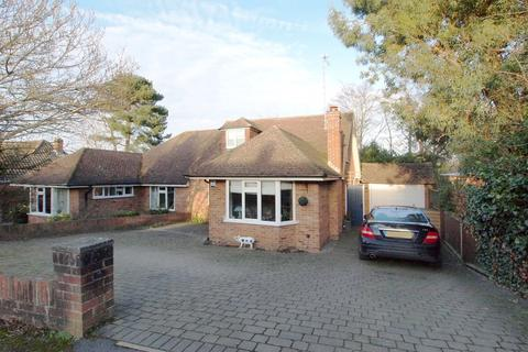 4 bedroom semi-detached house for sale -  Mount Pleasant,  Ewell Village, KT17