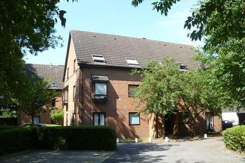 Studio to rent - The Oaks, Moormede Crescent, Staines-Upon-Thames, TW18