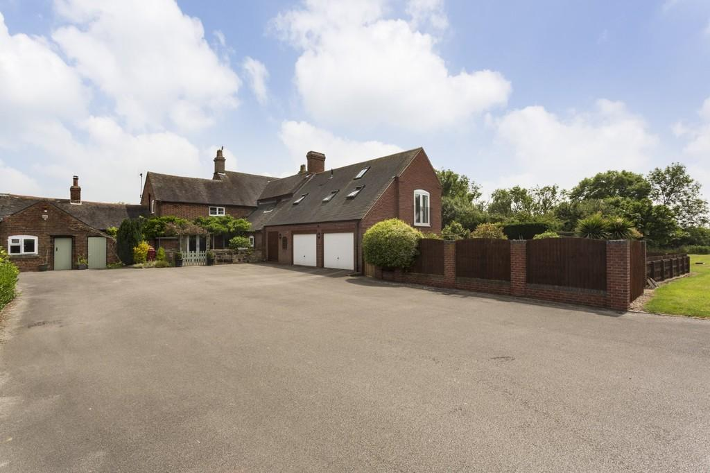 4 Bedrooms Farm House Character Property for sale in Twyford Road, Twyford, Barrow on Trent, Derbyshire