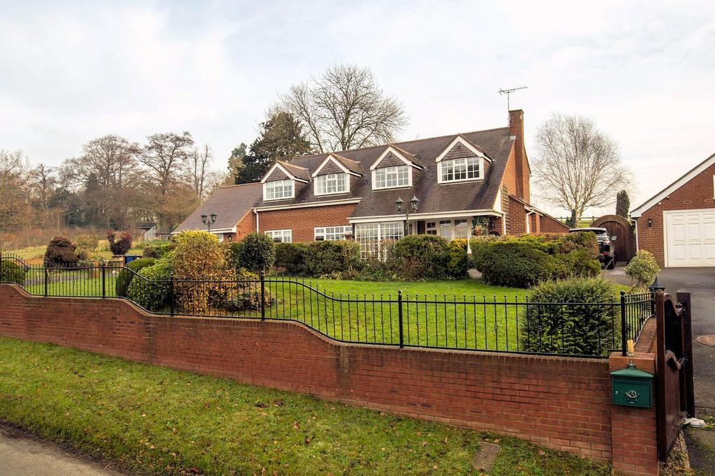 4 Bedrooms Detached House for sale in Hollybush Road, Newborough