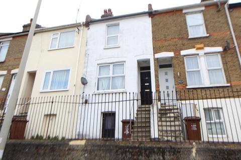 2 bedroom terraced house - Upper Luton Road, Chatham, ME5
