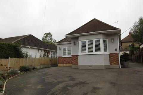 2 bedroom detached bungalow for sale - Cranham Gardens, Upminster, Essex, RM14