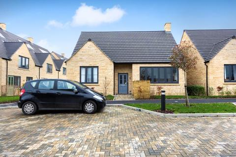 2 bedroom detached bungalow for sale - Pentelow Gardens, Trinity Road, Chipping Norton, Oxfordshire