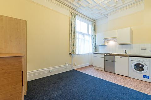 Studio to rent - Brigstock Road, Thornton Heath, Surrey, CR7