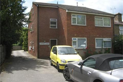 Studio to rent - Kingston Road, Staines-upon-Thames, Surrey