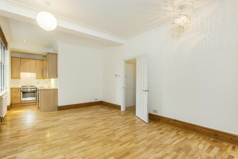 Studio to rent - Shaftesbury Avenue, Covent Garden