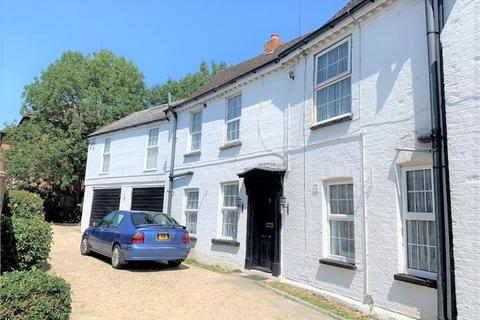 1 bedroom in a house share to rent - House Share - Double Room With Ensuite - High Street, Colnbrook