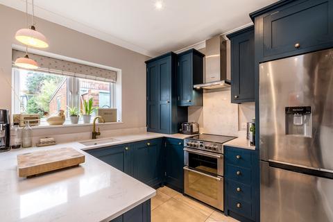 3 bedroom semi-detached house for sale - Greenhurst Road