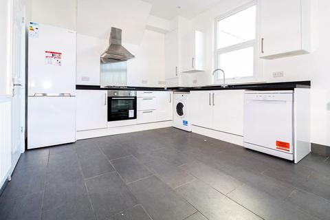 4 bedroom terraced house to rent - Finsbury Road, Wood Green, N22