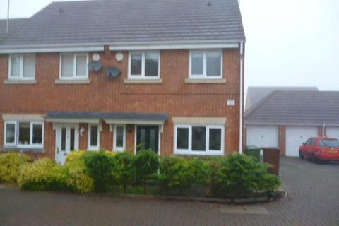3 bedroom semi-detached house to rent - 3 Bedroom family home with Garage, Borehamwood WD6