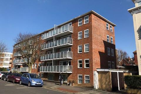 Property to rent - Garage, Hatfield Court, Salisbury Road, BN3 3AA.