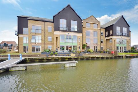 2 bedroom flat for sale - Marine Point, Burton Waters, Lincoln