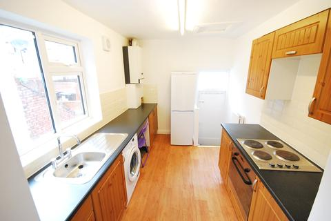 5 bedroom maisonette to rent - Starbeck Avenue, Sandyford