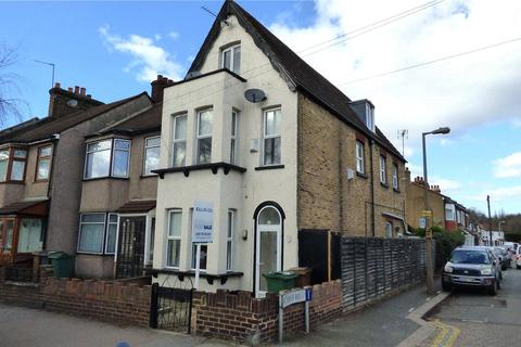 4 bedroom end of terrace house to rent - New Road, Chingford, E4