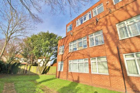 1 bedroom ground floor flat for sale - Borrowdale Close, Ilford