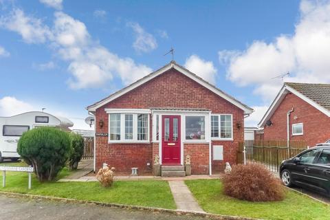 2 bedroom bungalow for sale - Lindisfarne Gardens, Berwick-upon-Tweed, Northumberland, TD15 2YA