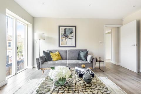 2 bedroom flat for sale - Garratt Green Apartments, Aboyne Road, Tooting