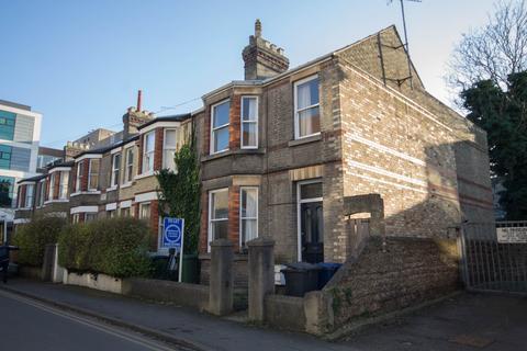 4 bedroom end of terrace house to rent - Warkworth Street, Cambridge