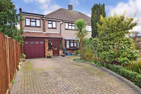 4 bedroom end of terrace house for sale - Ongar Close, Romford, Essex